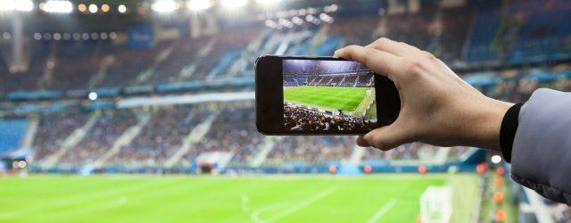 tifosi con smartphone